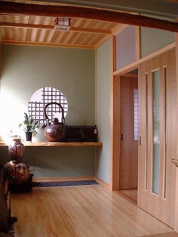 玄関ホール(桧無節の最高級床材)
