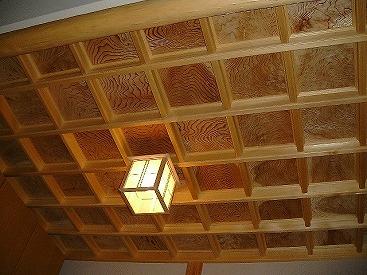 玄関の杉板格天井