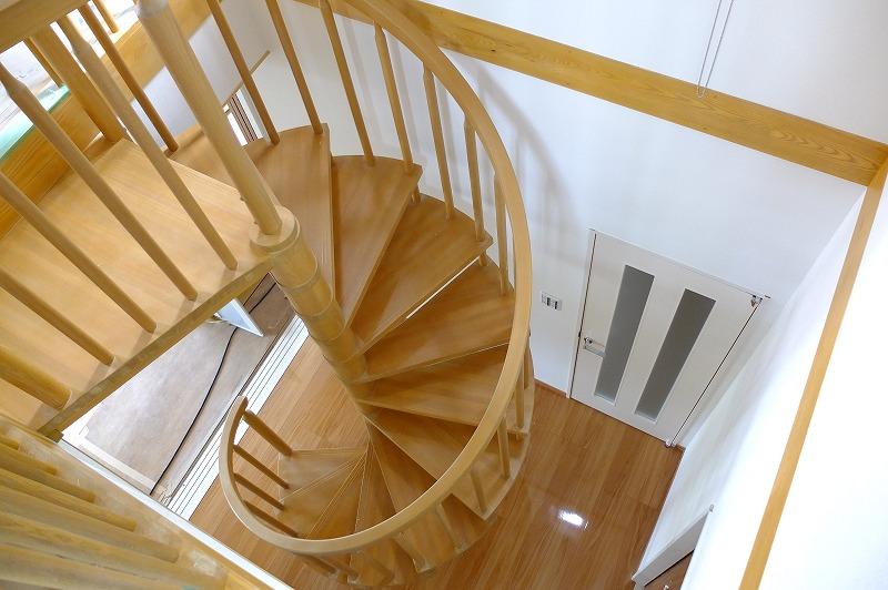 木製らせん階段-上階より