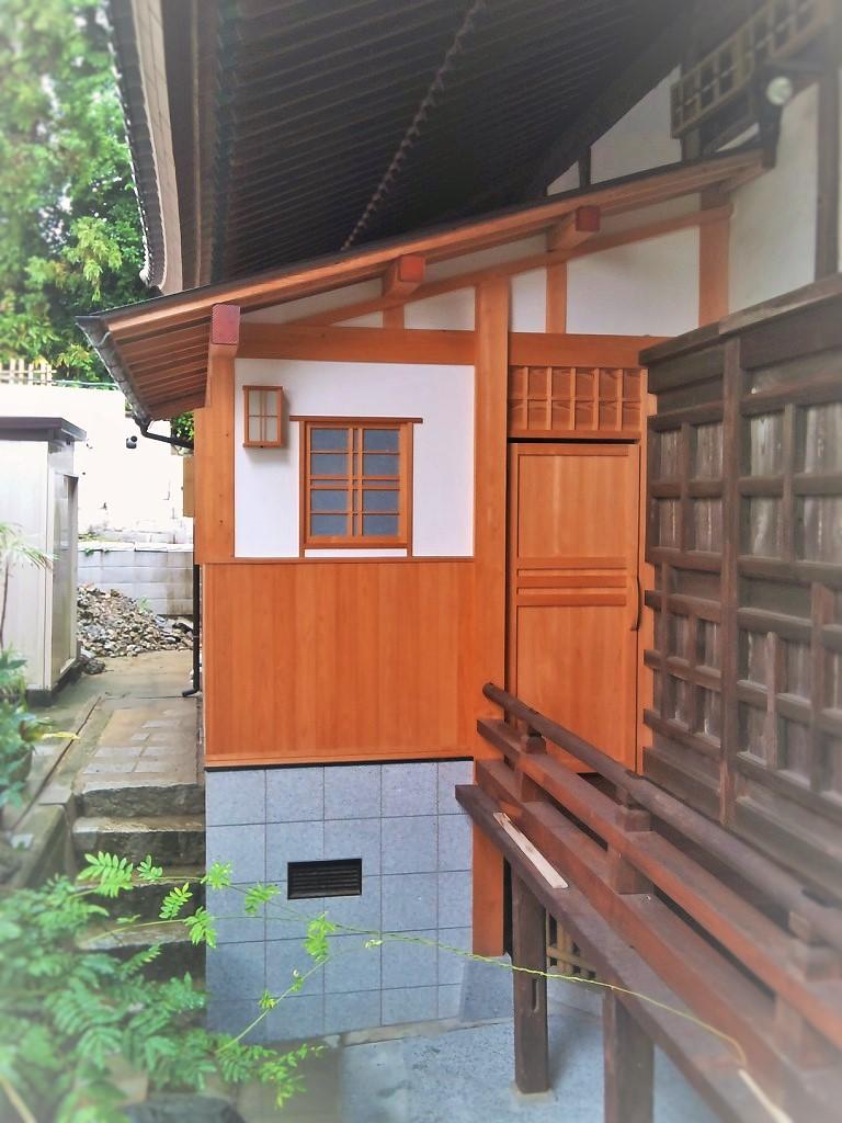 寺院本堂のトイレ改修→1年後の経年変化がいい色味を醸し出します