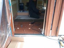 玄関床タイル張り−1