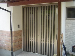 改修玄関サッシ
